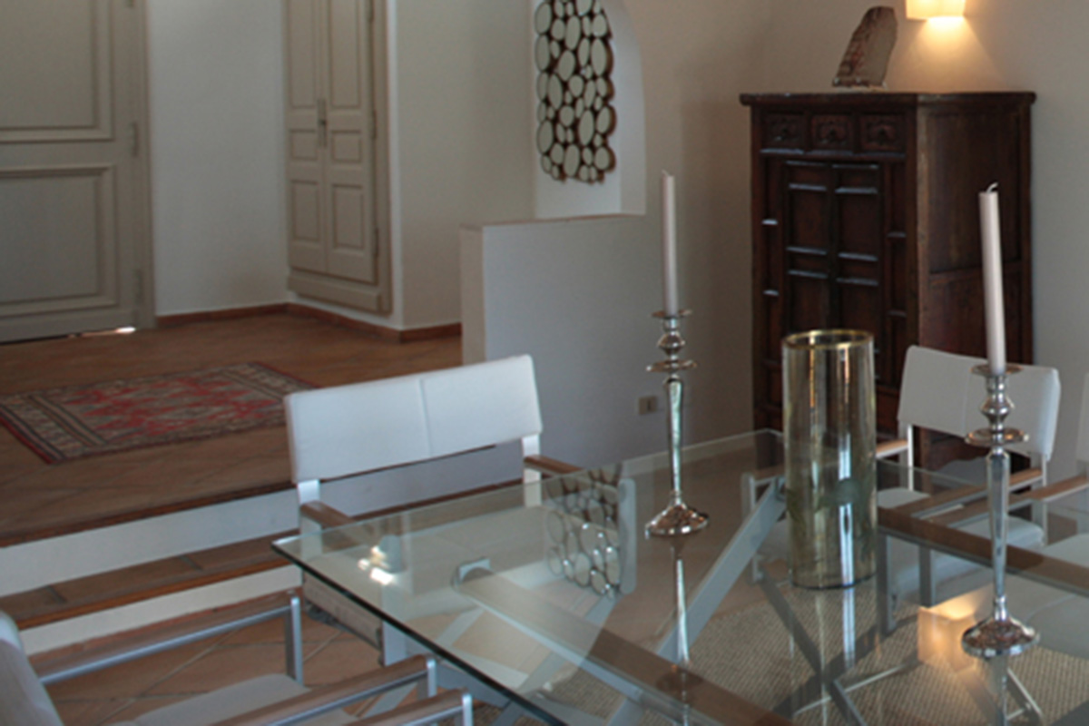 glass table in dining room design