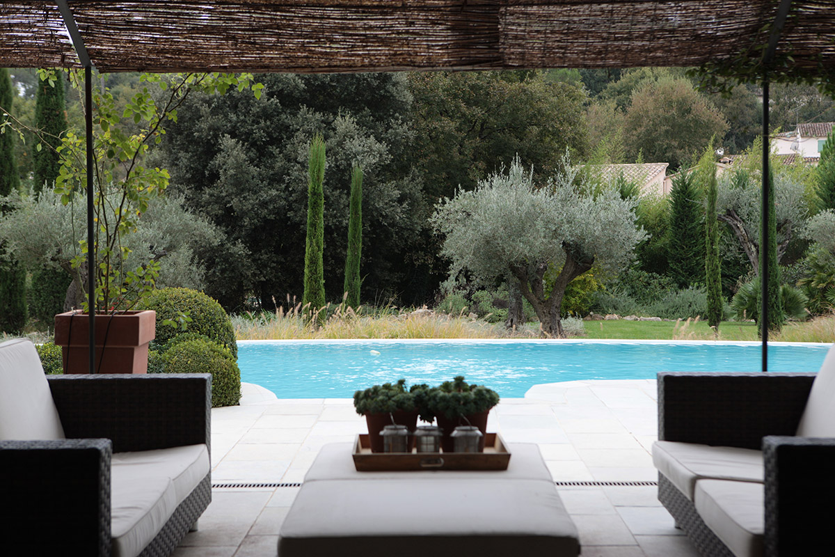 seating for swimming pools with shade design
