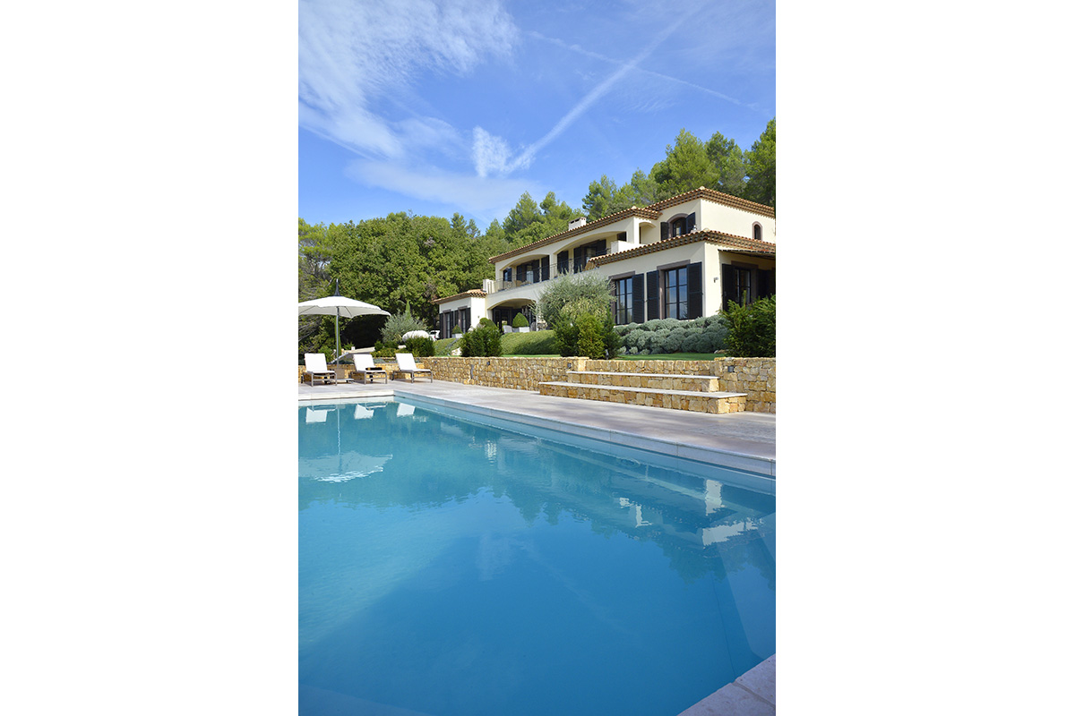 Large swimming pool and landscape design in cote d'azur