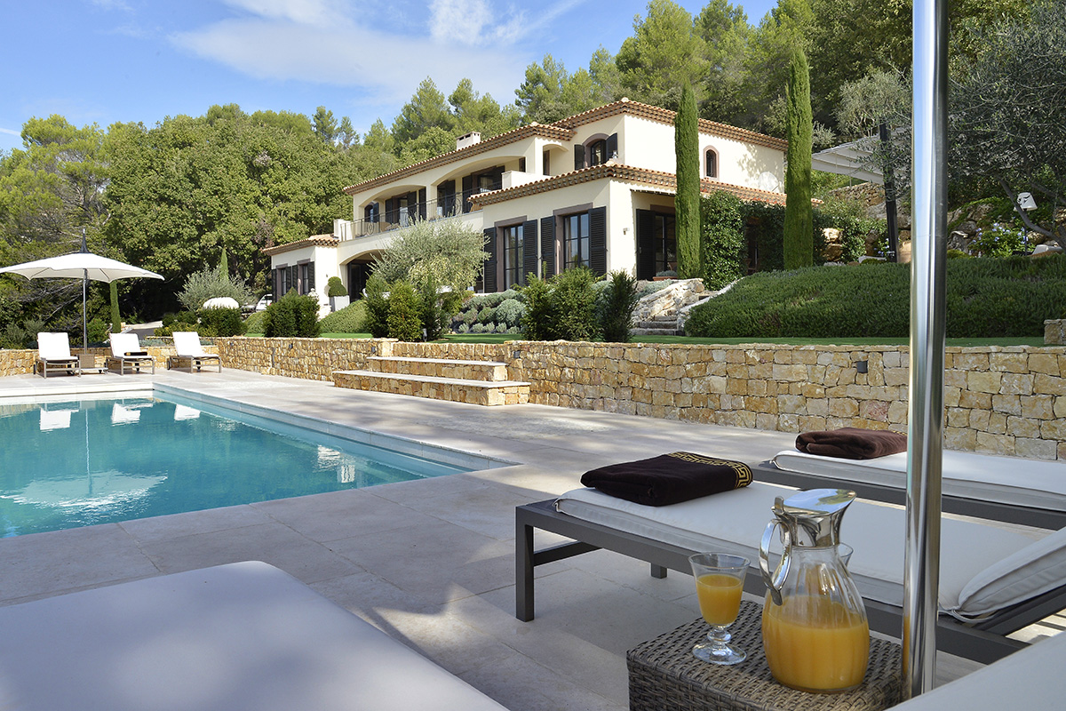 Garden landscape with swimming pool renovation in cote d'azur