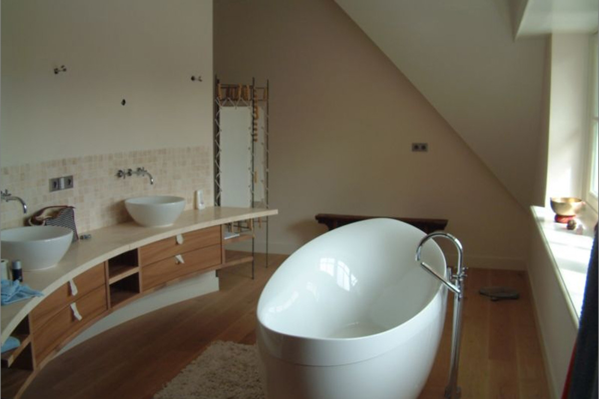 freestanding bath in modern design home interior