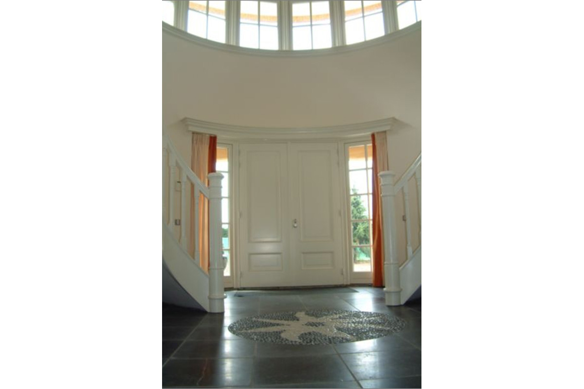 Large entrance hall for beautiful French home