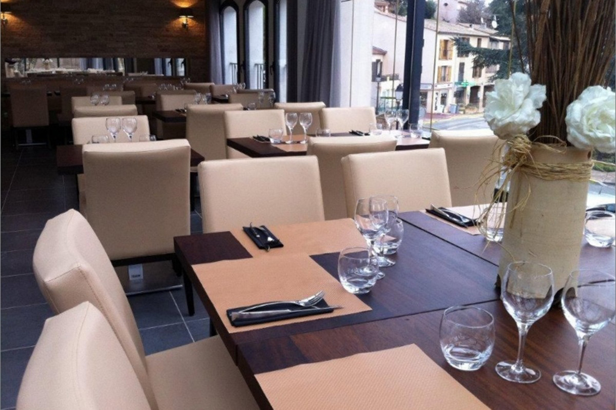 restaurant table design and seating